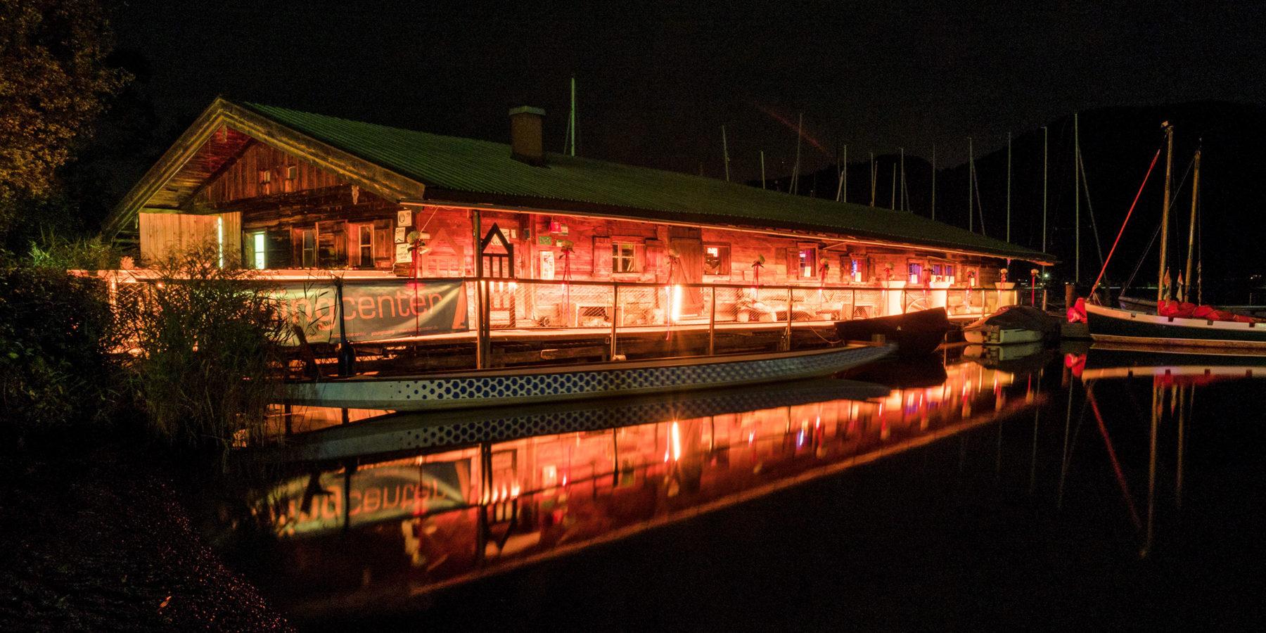 Fotograf Tegernsee Rolf Kaul Terrassenhof mit Bootshaus am See