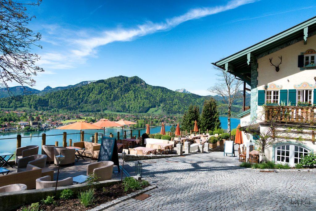 Das Hotel Leeberghof mit seinem Traumblick auf Rottach-Egern und den Tegernsee