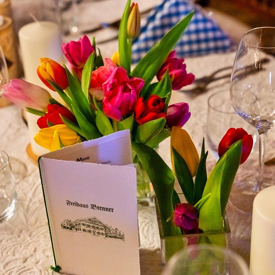 Blumen-Tischdeko