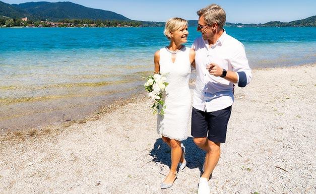 Hochzeitsfoto Strandspaziergang Tegernsee
