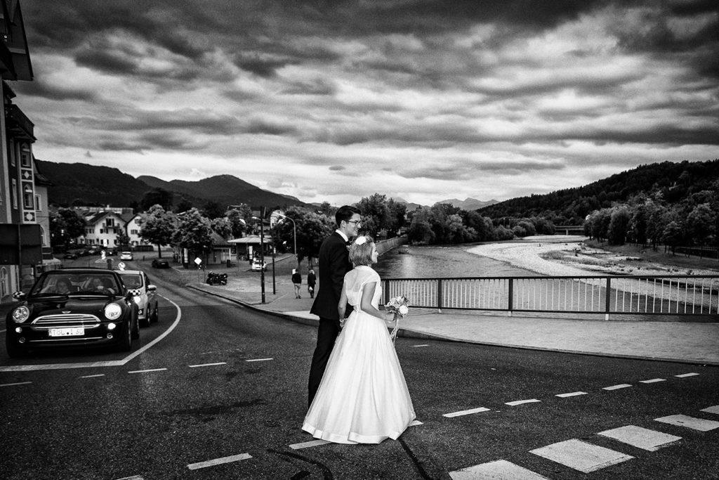 Bad Toelz Rolf Kaul Hochzeit Hochzeitsfotograf Brautpaar Isar