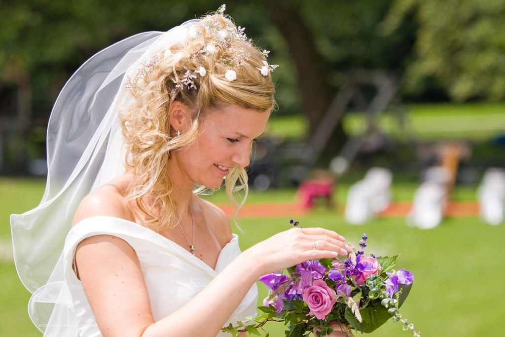 Hochzeitsfotograf Chiemsee Braut Brautstrauss